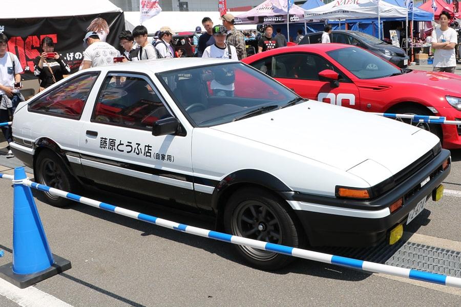 An AE86 reenacting the exact same styling as the manga