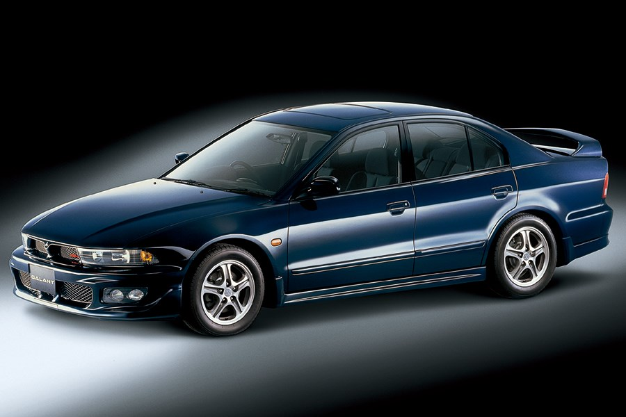 The last high-performance model in the whole generation, the Galant VR-4