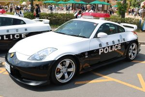 A police Fairlady Z (Z33)