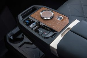 There are not many switches left in the BMW iX. But there are still some in the centre console.