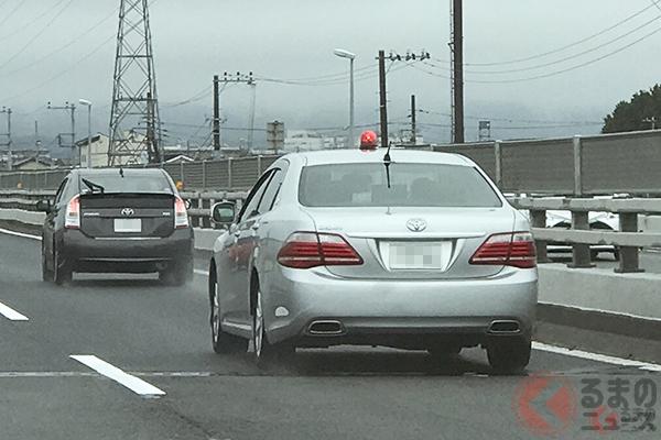 覆面パトカーはトヨタ「クラウン」が多い