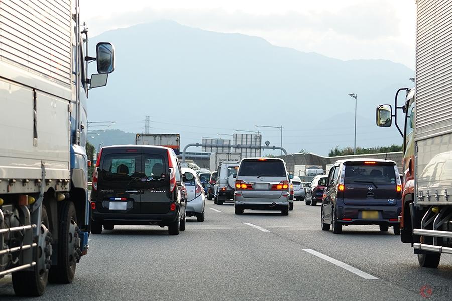 高速道路の合流時は「先頭まで行って合流するのはズルい?」 でもそれが正しい方法だった?