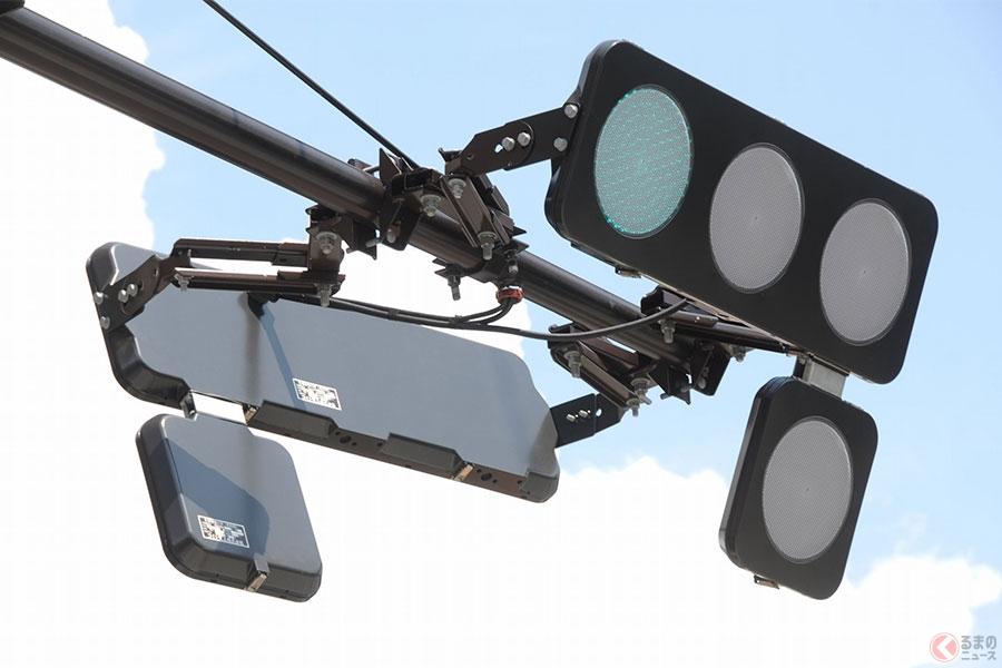 近年普及が進む薄型フラット信号機(画像提供:コイト電工)