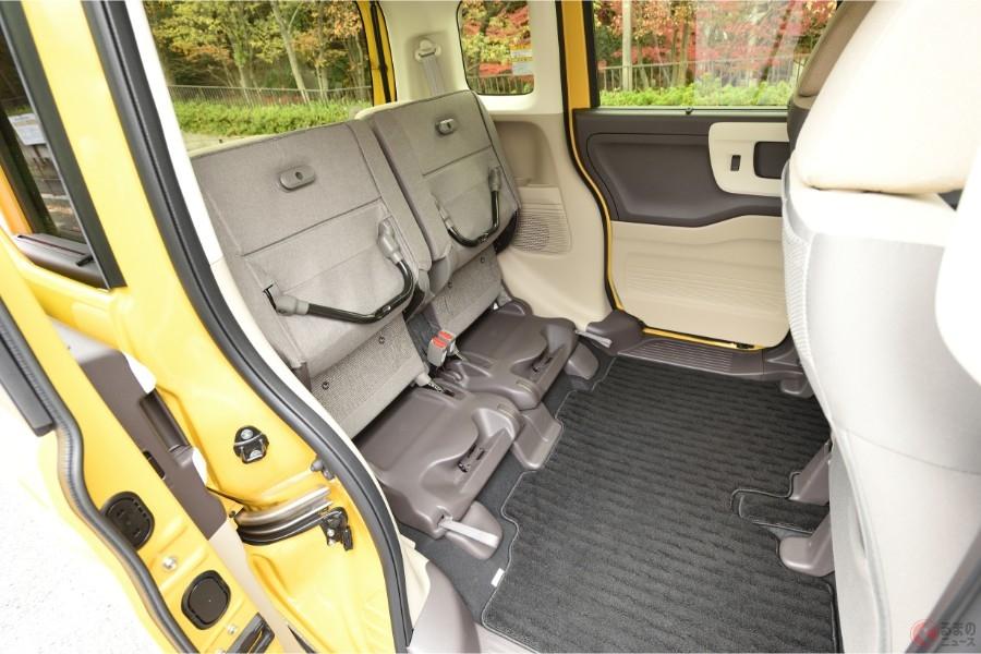後席の座面を跳ね上げることができるホンダ「N-BOX」