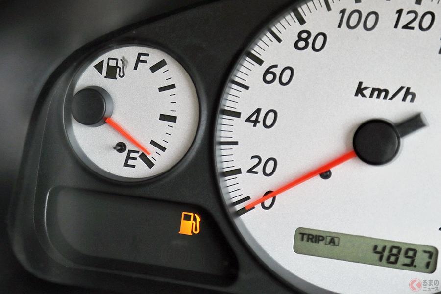 ガス欠前にメーター内の燃料残量計と警告灯で確認を!