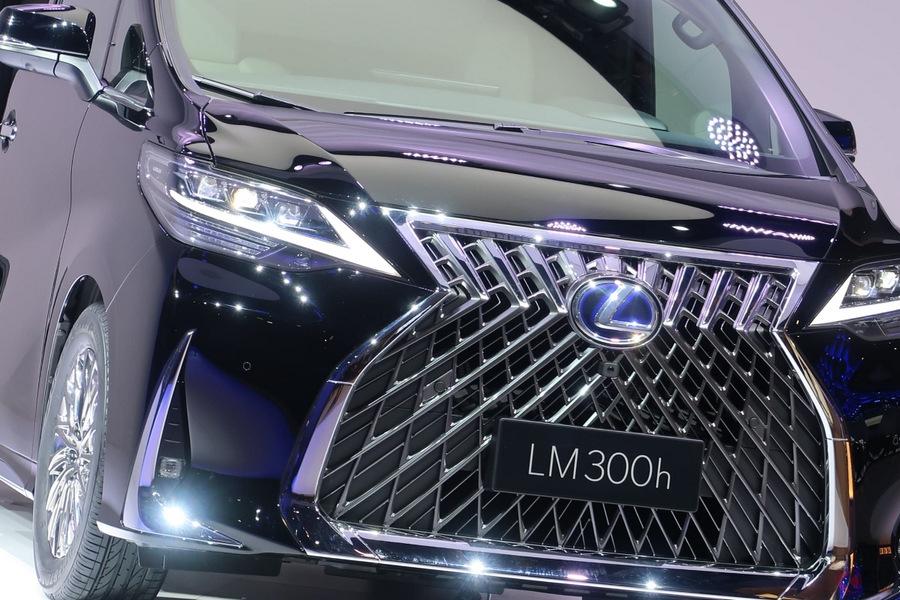 レクサスの新型ミニバン「LM300h」