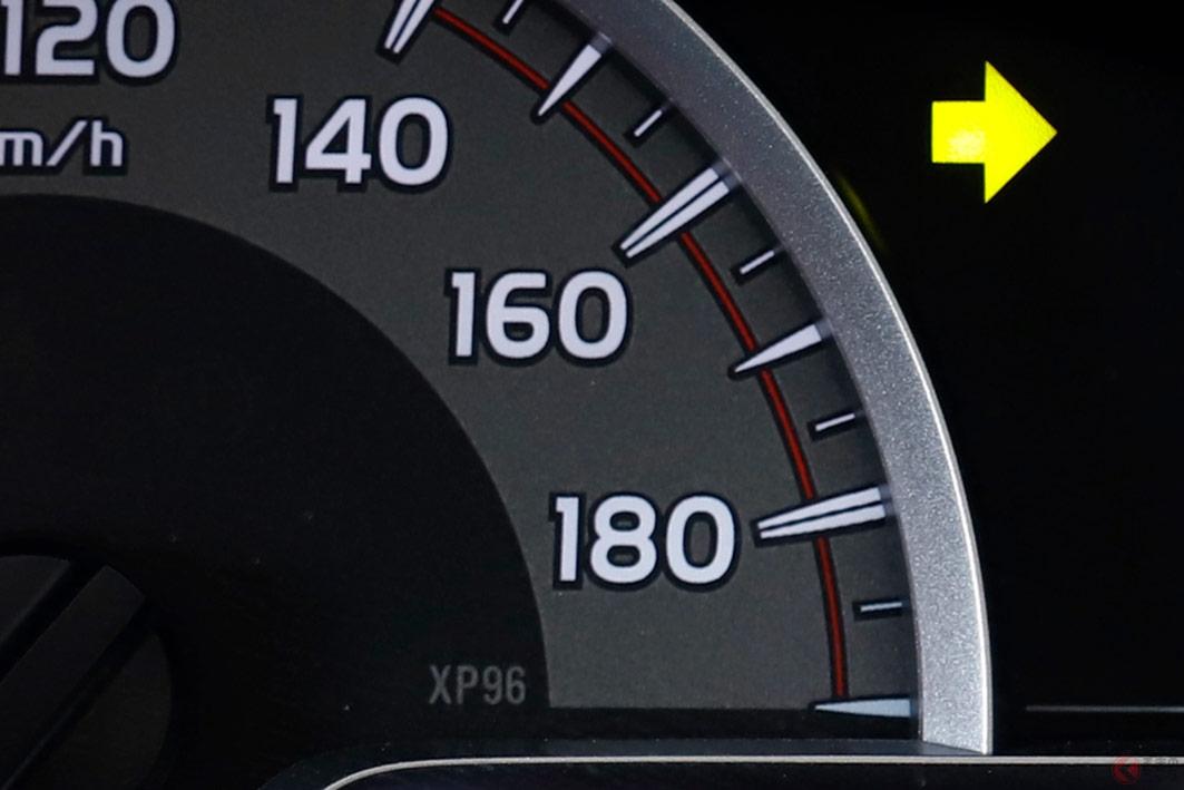 軽自動車を除く多くの国産普通車のメーター表示は180km/h