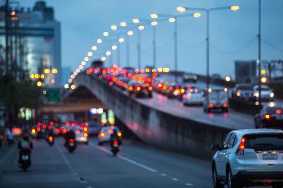 「薄暮時」は早めのヘッドライト点灯が推奨されている