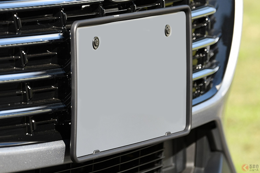 純正オプションとしても設定されるナンバープレートフレームのイメージ