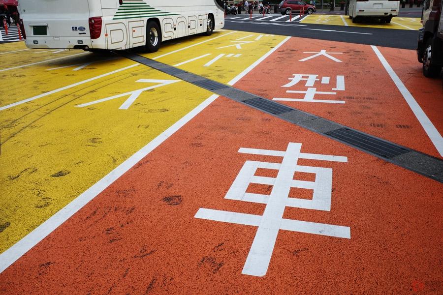 大型車の駐車マスに普通車を駐めるのはダメ!