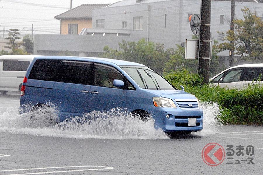 台風による大雨で道路が冠水する危険性も