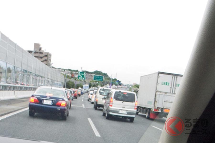 渋滞時はイライラがMAXに! そのときに悩む「左・真ん中・右、どれが早い?」という疑問。