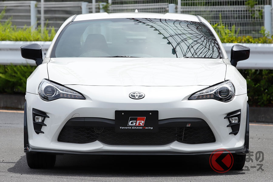 トヨタとスバルが共同開発したFRスポーツカー「トヨタ 86」