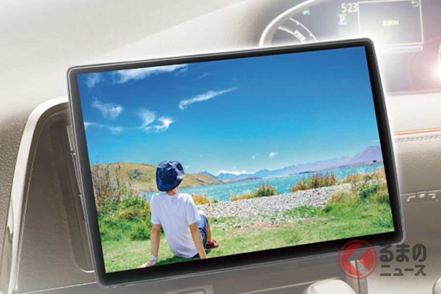市販ナビはいま、大画面が主流となっている。写真は2DINサイズで10インチ画面の、パナソニック・ストラーダ「CN-F1X10BD」