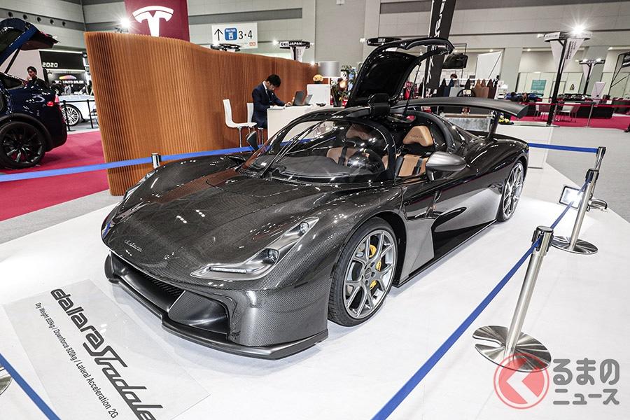 基本となるバルケッタスタイルで2200万円ほど。写真のようにほぼフルオプションにしても4000万円ほどという価格設定は、この種のスーパーカーとしてはお値打ちといってよい
