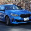 小型ボディに300馬力超! 新型BMW1シリーズ最強「M135i」に駆けぬける歓びはある?