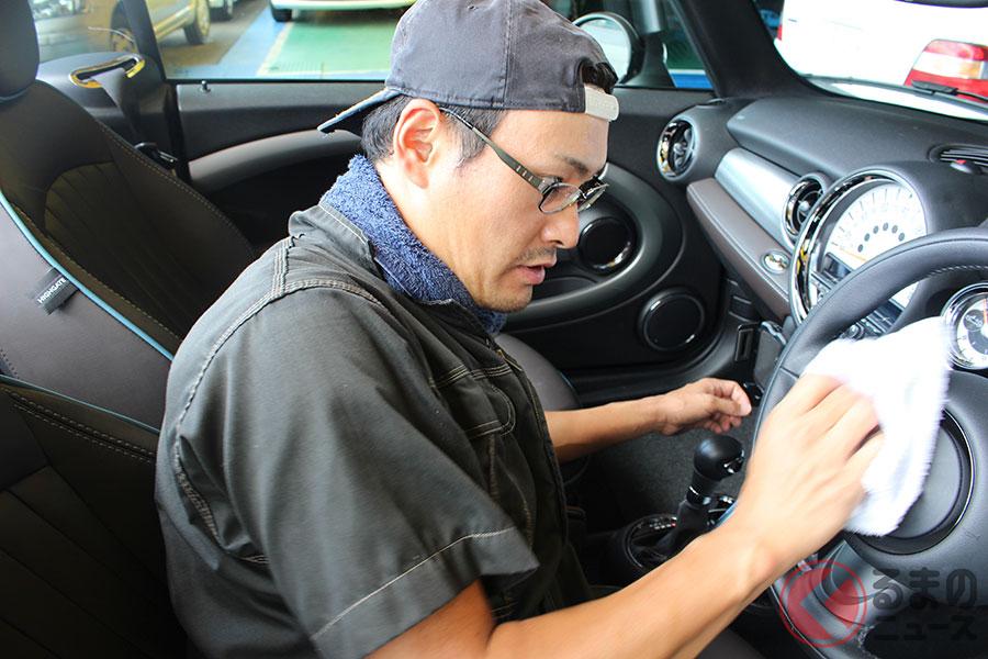車内清掃でアルコール除菌は控えた方がよい