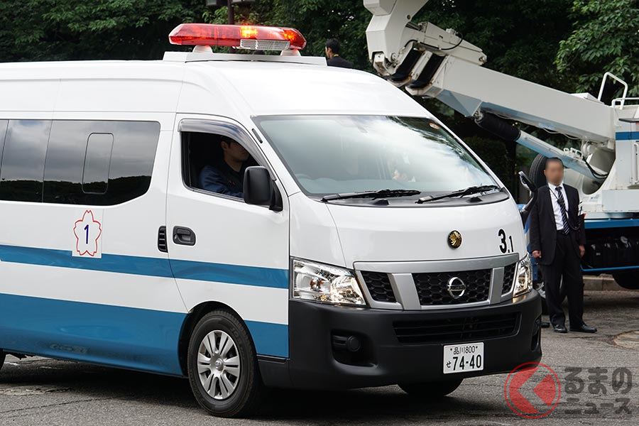 ワゴン型の警察車両は日産車が多い(撮影:加藤博人)