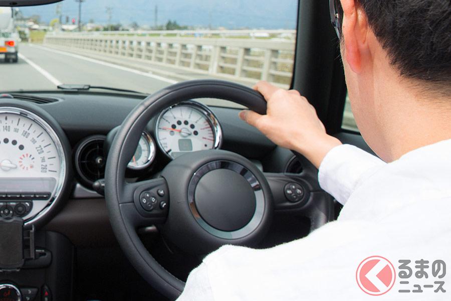 片手運転は場合によっては道路交通法違反になる場合も