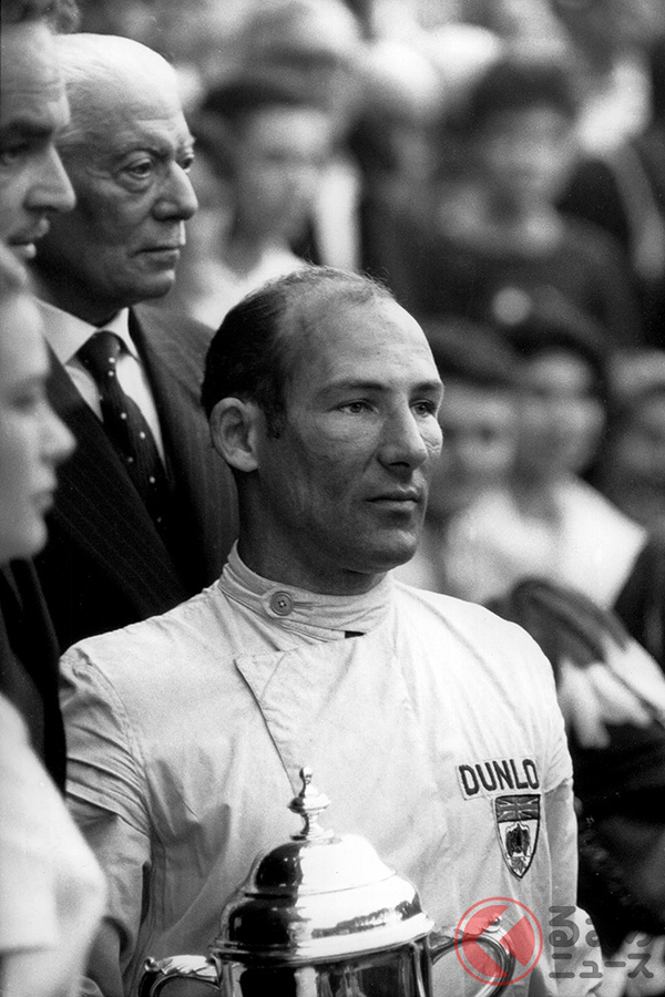 1960年F1モナコGPで優勝したスターリング・モス。モスは結局、一度もF1でドライバーズチャンピオンになることなく現役を引退、「無冠の帝王」と呼ばれた