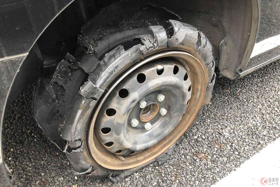 走行中にタイヤが破裂すると、何が起きるのか