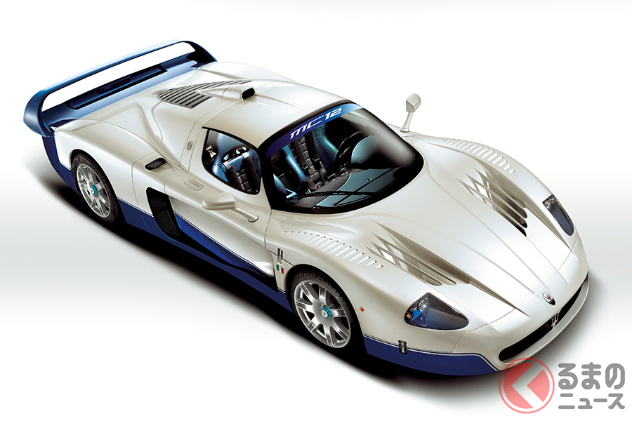 「エンツォ フェラーリ」があくまでもロード仕様を前提としていたこととは対照的に、マセラティ「MC12」の場合はレース仕様があくまでもその主流である
