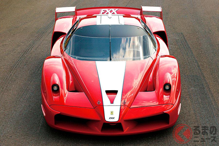 オーナーもフェラーリの開発ドライバーになれるというコンセプトのもと、FXXプログラムと呼ばれる究極のカスタマーサポートを提供