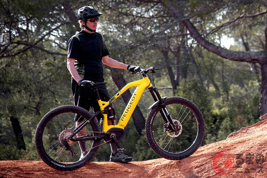 プジョーサイクルのクロスオーバータイプ電動アシスト自転車「eT01」