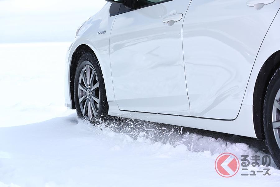 雪上でのノーマルタイヤの制動距離はスタッドレスタイヤの1.7倍