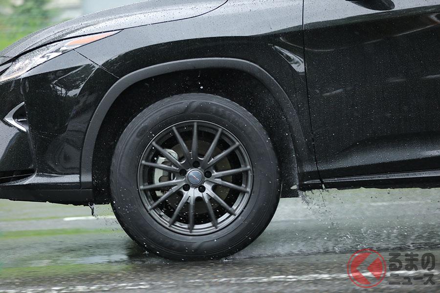 愛車のタイヤのメーカーや商品名、タイヤサイズなどの情報はすべてタイヤ側面「サイドウオール」に刻まれているのでチェックしたい。製造年週や生産国などもわかる