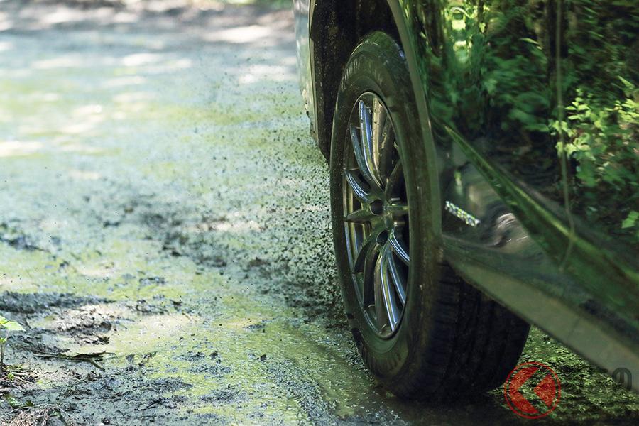 タイヤはクルマの重量を支え、駆動力を伝え、路面からの衝撃を和らげ、方向を転換するという役割を持つ重要な部品だ