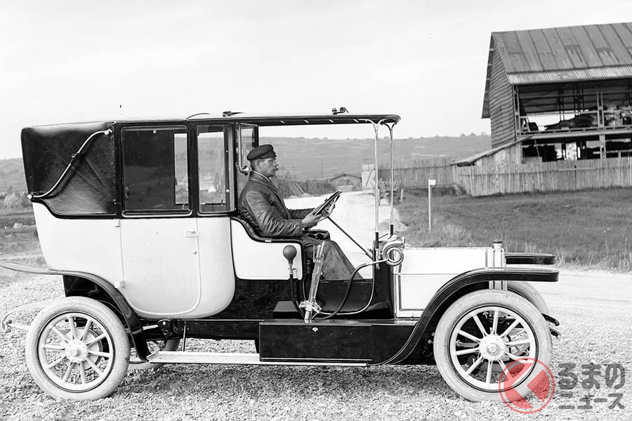1909年登場した「メルセデス・ワゴン22/35ps」。運転席とキャビンが完全にセパレートされているのがわかる