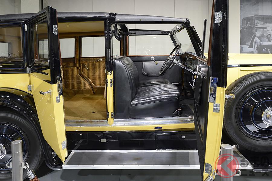 トヨタ博物館に収蔵されている1928年製「イスパノスイザ 32CV H6b」(フランス)。運転席は本革シート、後席は布シートだ