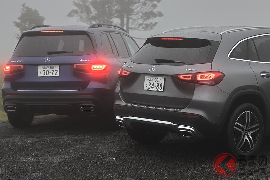 メルセデス・ベンツ新型「GLA」(写真右)とニューモデル「GLB」(左)