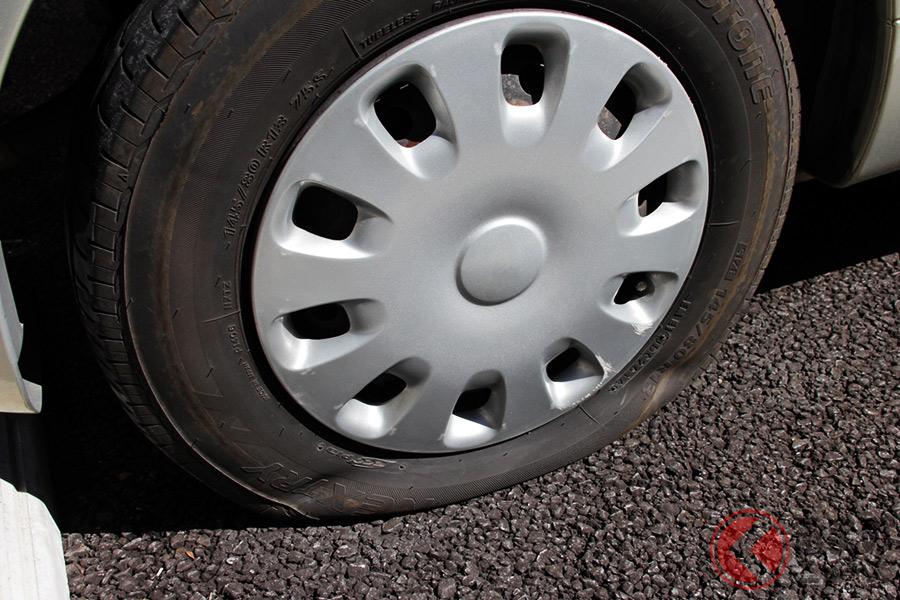 タイヤがパンクした際の正しい対処法とは