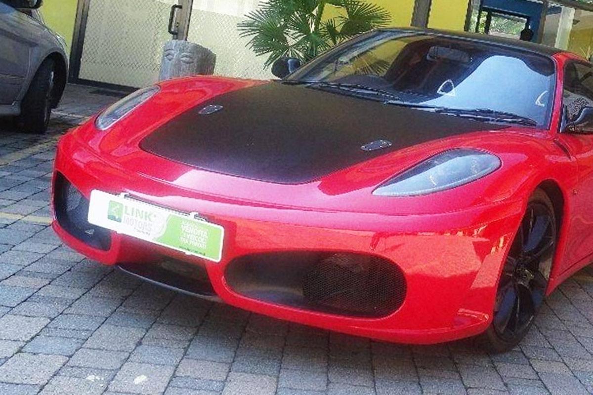 イタリアで販売されているフェラーリ「F430」風なトヨタ「MR2」。外見は完全にフェラーリ!?(画像:LINK MOTORS FRANCHISING SRL)