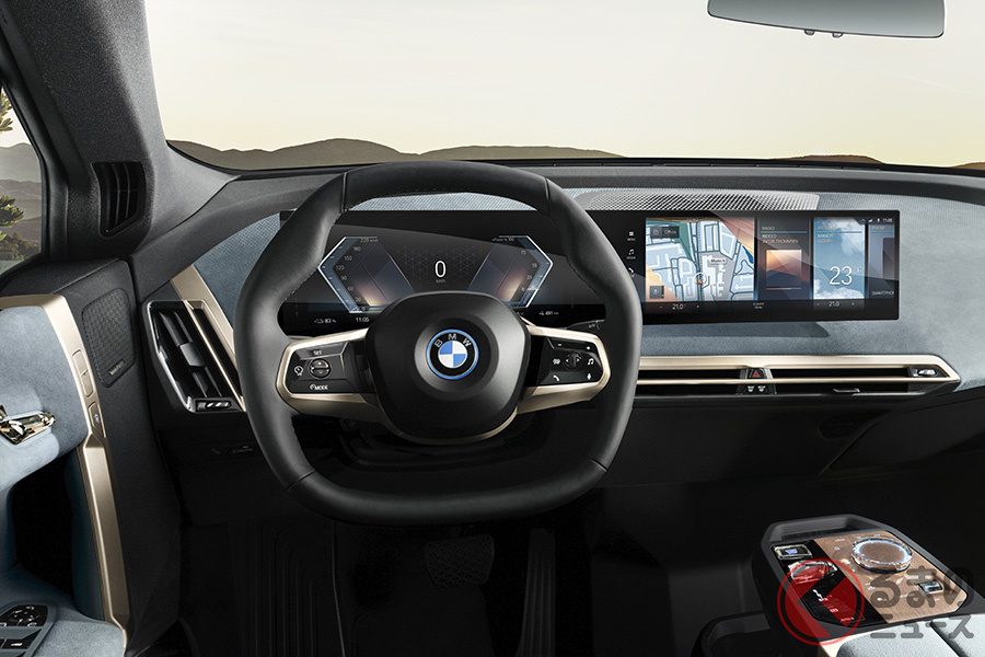 「BMW iX」は、BMWグループで六角形のステアリング・ホイールを装備した初の量産車となる