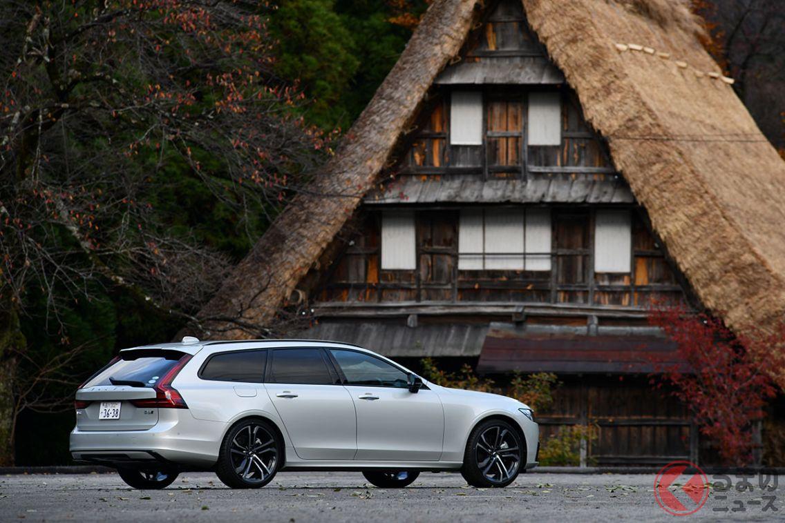 ボルボ「V90 B6 AWD Rデザイン」。富山県南砺市にある「五箇山合掌の里」で撮影をおこなった
