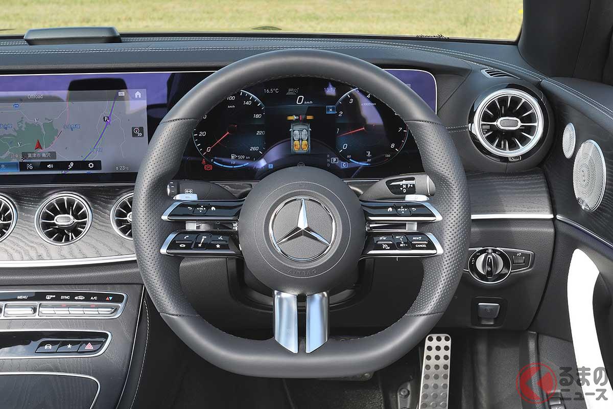 メルセデス・ベンツ改良新型「E300カブリオレ スポーツ」のインパネ。AMGスポーツステアリングはセンサーが静電容量式になった