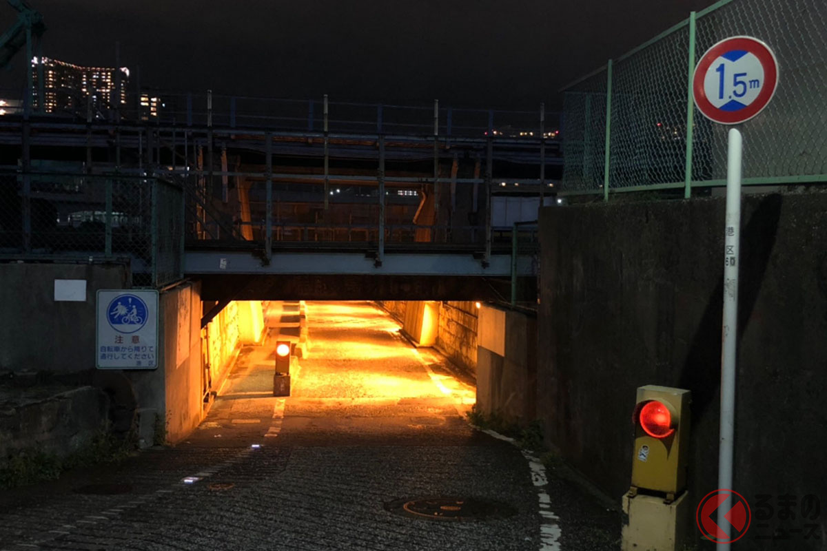 「ちょうちん殺しのガード」と呼ばれる高輪橋架道橋下区道(画像提供:@haimoruemulsionさん)