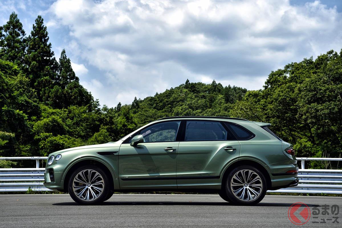 新型「ベンテイガ」は先代とは異なり、V8モデルから発表された