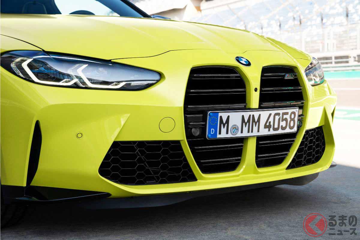 2020年9月23日に世界初公開された新型BMW「M4クーペ」。同時に発表された新型「M3セダン」も縦型の巨大キドニーグリルを採用している