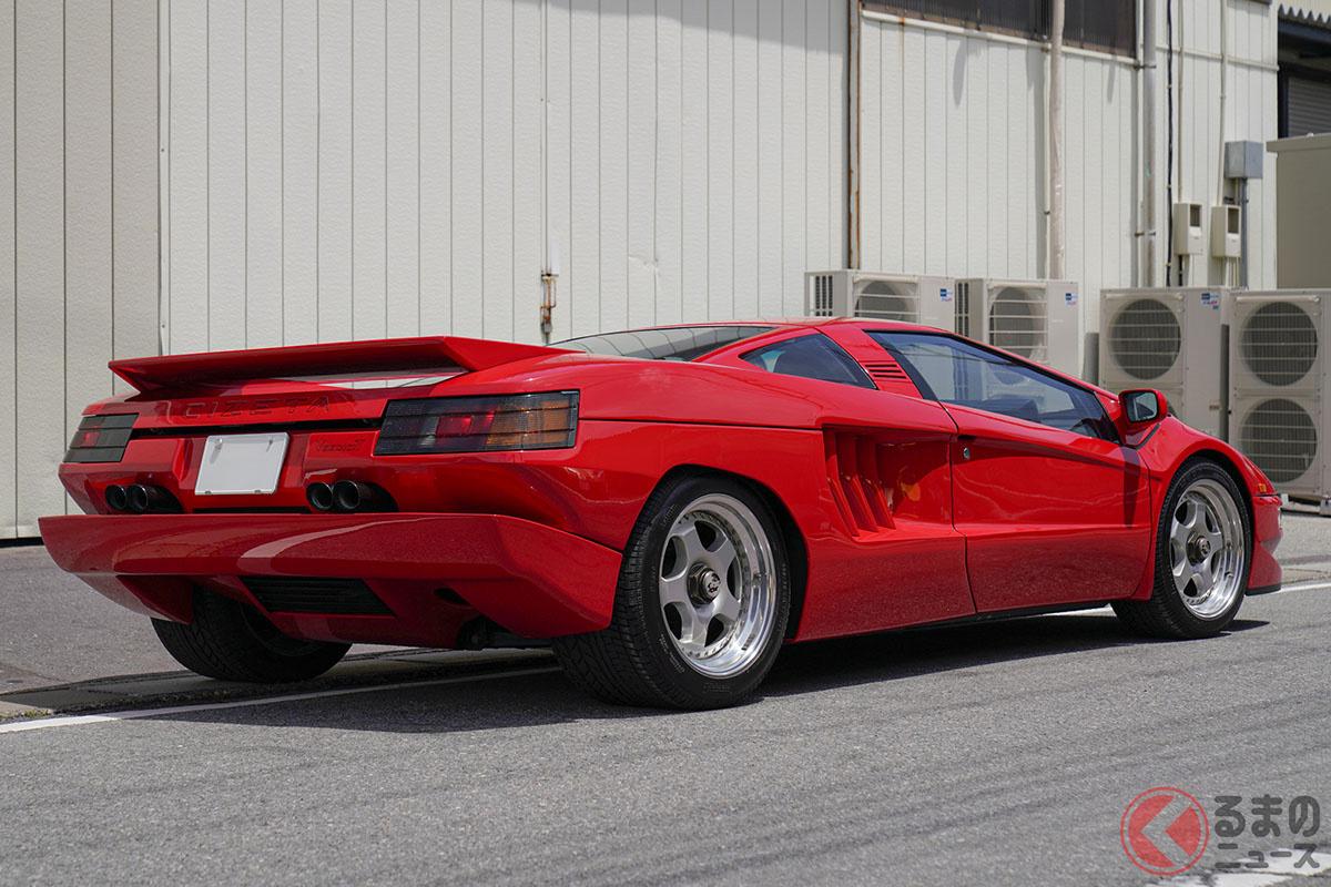 マルチチューブフレームにボディはすべてアルミニウム製という、まさにレーシングカーといえる構造をしている