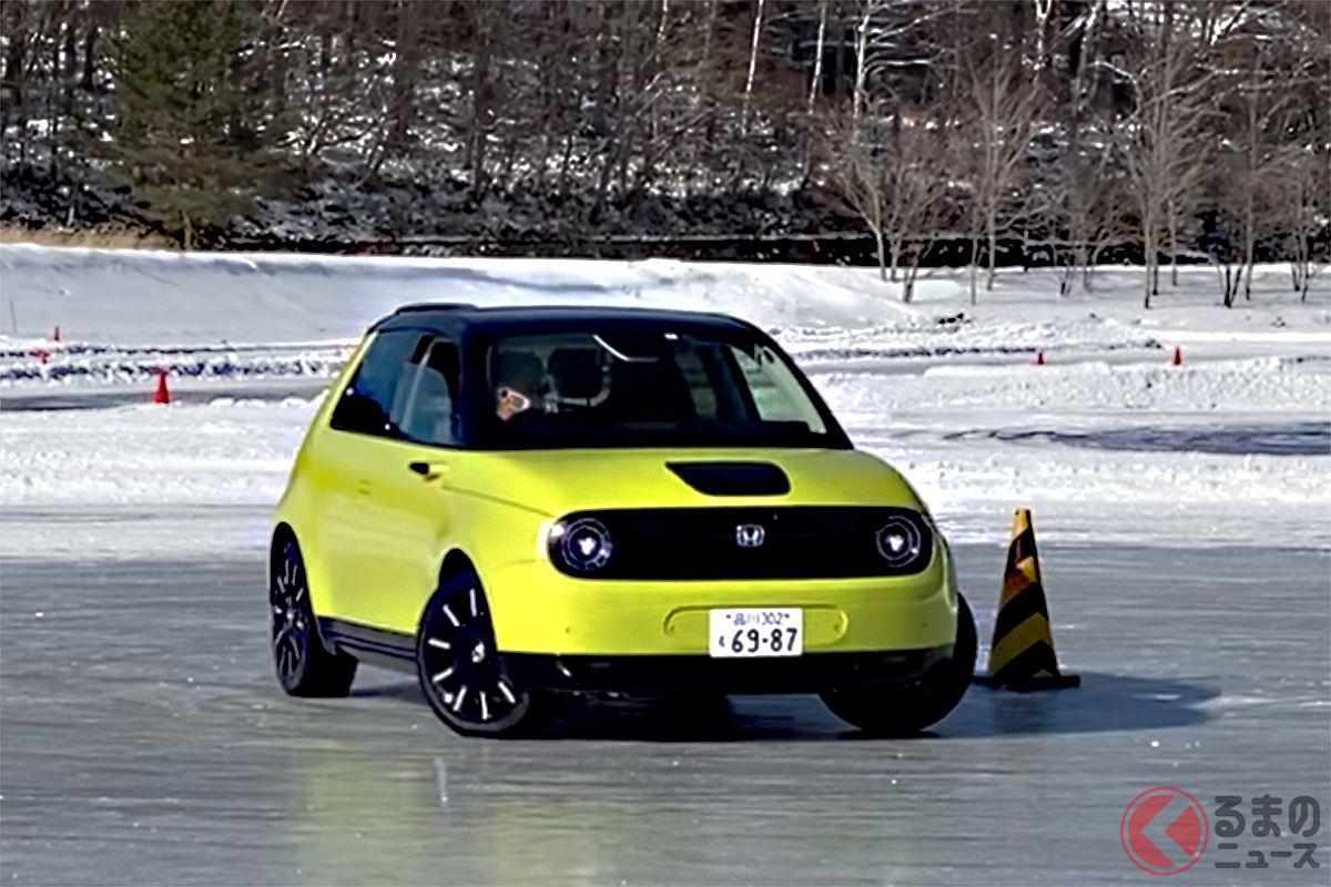長野県立科町にある湖、女神湖(めがみこ)では、冬季凍結した氷上でドライビングレッスンをおこなうことができる