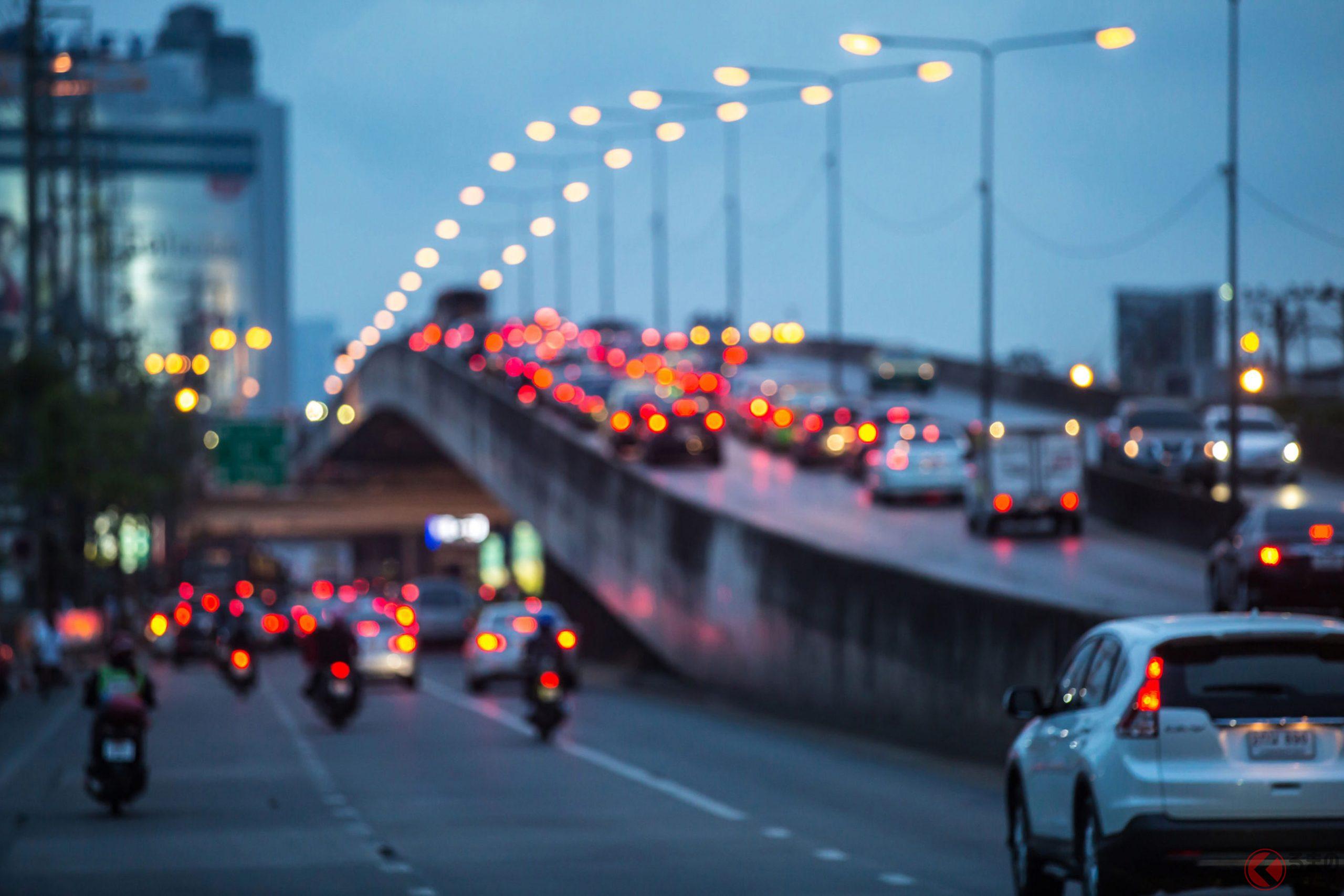 薄暮時などは事故の発生率も高いので早めのライトオンを!