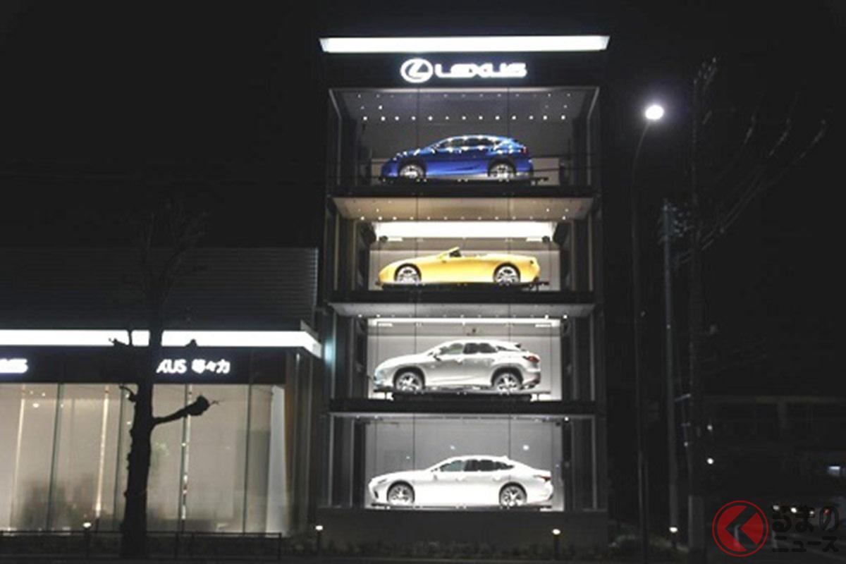 トヨタモビリティ東京が新たにオープンしたタワーショーケース店舗の「レクサス等々力」。夜にはライトアップされる