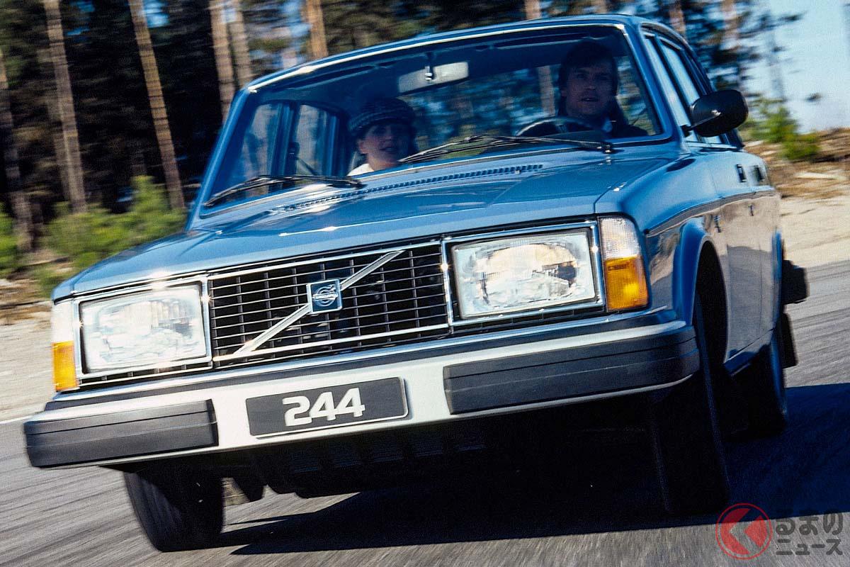 1974年に登場した4ドアモデルであるボルボ「244」。車名はシリーズ名+エンジン気筒数+ドア枚数といった法則のもとつけられていた。1980年以降は全モデルが「240」という名前で統一された(C)Volvo Cars