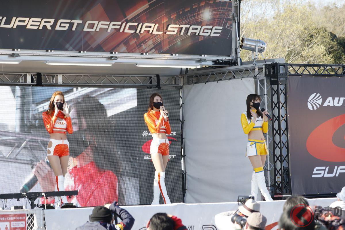 毎大会盛り上がるレースクイーンステージの様子。(画像:SUPER GT SQUARE)