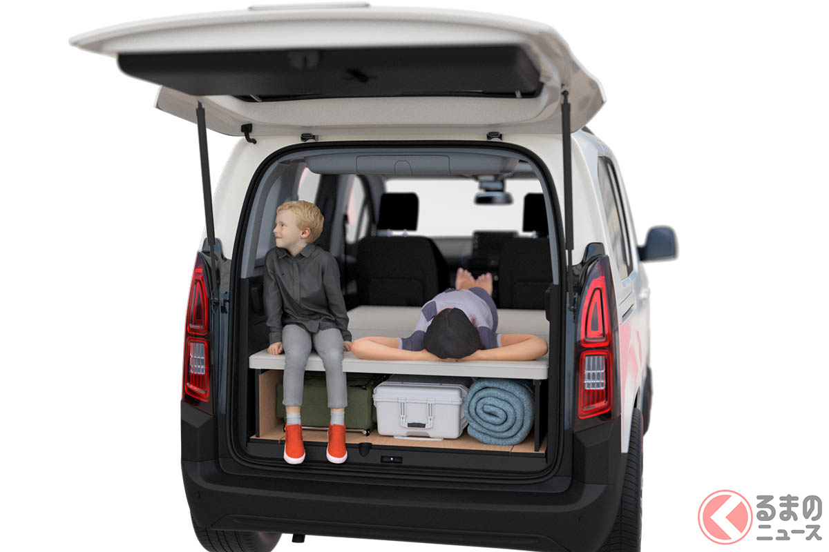 ベルランゴでの車中泊を可能とする「agre(アグレ)・ベッドキット」