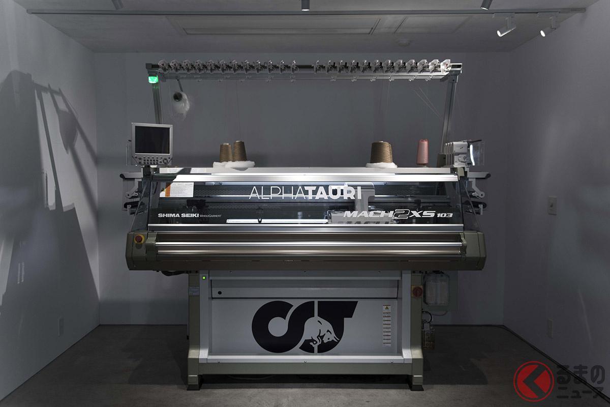 日本の島精機製作所とのパートナーシップによって開発されたアルファタウリの3Dニッティングマシン
